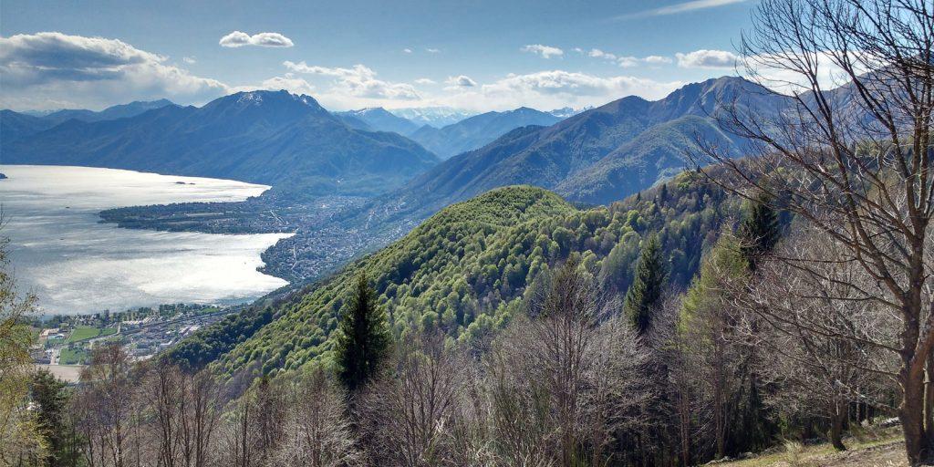 Atemberaubende Aussicht über den Lago Maggiore im Tessin